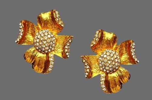 Flower clip on earrings. 24 K Gold plated, rhinestones. 1980s