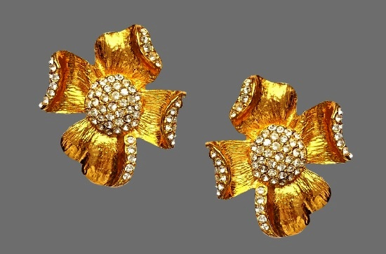 Flower clip on earrings. 24 K Gold plated, rhinestones. 1980s