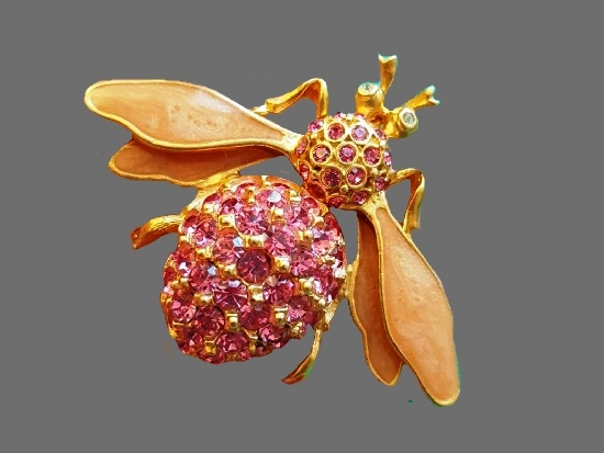 Fly insect brooch. Gold plated metal alloy, mother-of-pearl enamel, Swarovski crystals. 5 cm. 1980s
