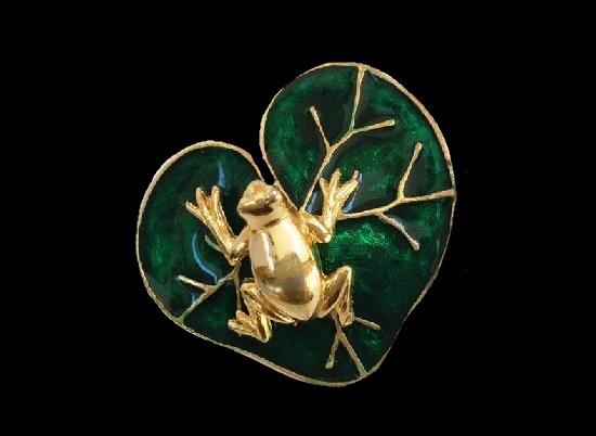 Frog on lily pad vintage brooch. Gold tone, enamel
