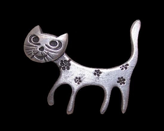 Funny cat brooch. Pewter