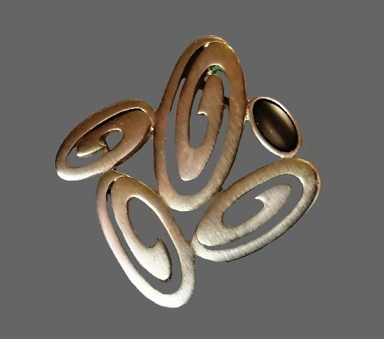 Geometric oval design pendant. Silver tone metal alloy, lucite. 3.7 cm. 1980s