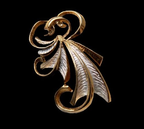 Gold and silver tone vintage brooch. 6.5 cm. 1950s