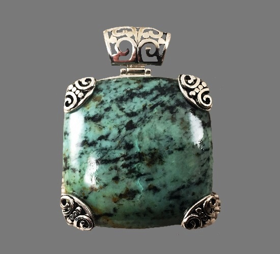 Green stone 925 sterling silver pendant