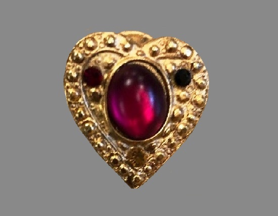 Heart pin. Gold tone alloy, art glass