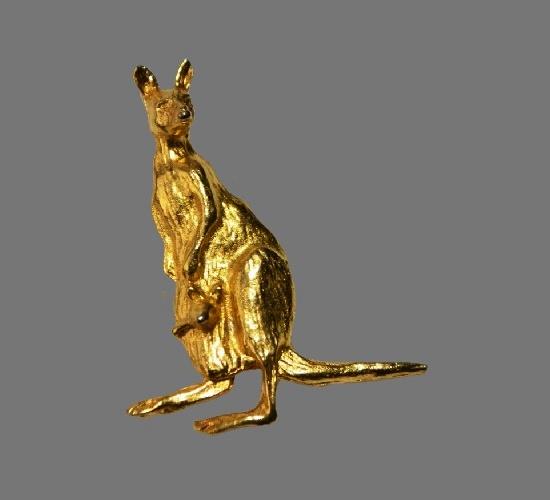 Kangaroo lapel pin. Gold plated metal alloy