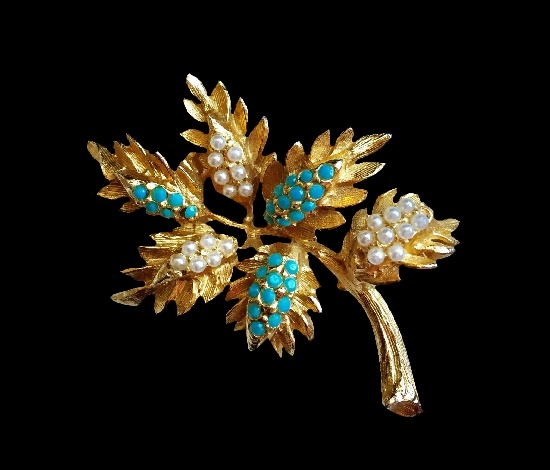 Leaf branch vintage brooch. Gold tone alloy, glass beads, rhinestones. 6 cm. 1960s