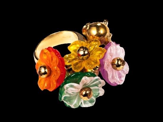 Lucite flowers vintage ring. Gold tone, plastic, lucite. 1970s