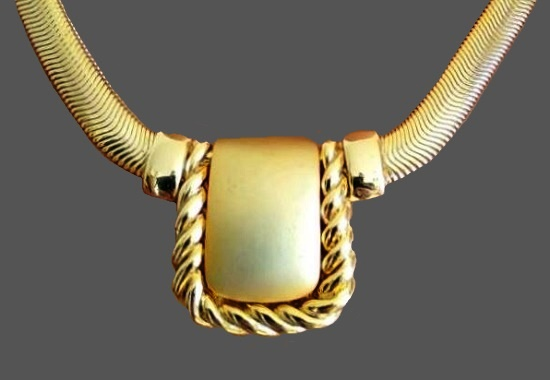 Matte gold tone necklace. 1980s
