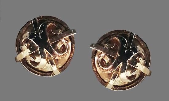 Metal alloy silver tone clip on earrings. 1980s