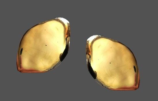 Minimalism design leaf shaped gold tone earrings. 4.5 cm