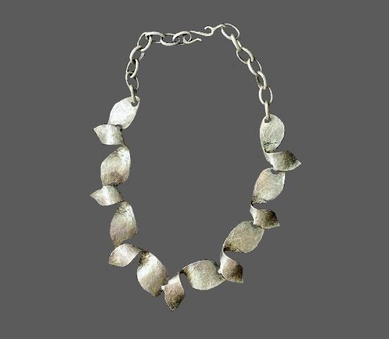 Modernist design silver tone necklace