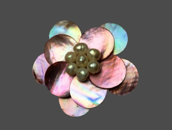 Mother-of-pearl faux pearls flower brooch. 5 cm. 1980s