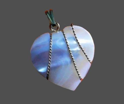Mother-of-pearl heart in golden rope pendant