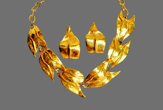 Necklace and clips vintage set of gold tone
