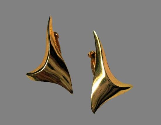 Original design gold tone earrings. 1980s