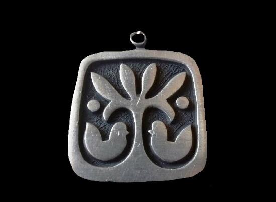 Pewter folklore design pendant. 4 cm