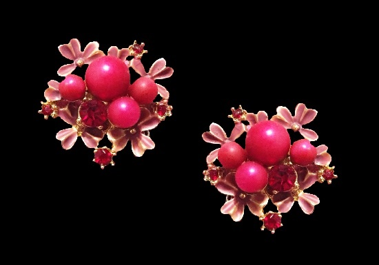 Pink flowers vintage signed clip on earrings. Gold tone metal, enamel, rhinestones, faux coral