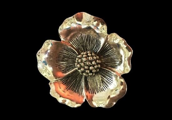 Poppy brooch pendant of gold tone