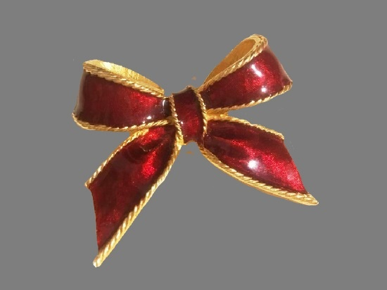Red bow vintage brooch. Gold tone metal alloy, enamel. 5 cm. 1990s