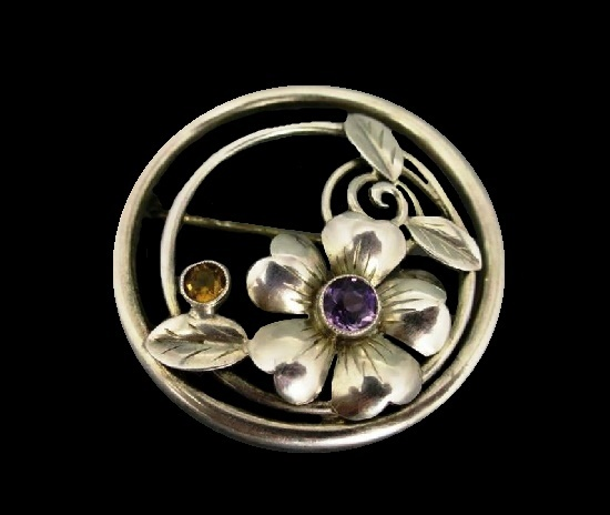 Round shaped flower brooch. Sterling silver, amethyst, citrine. 1940s