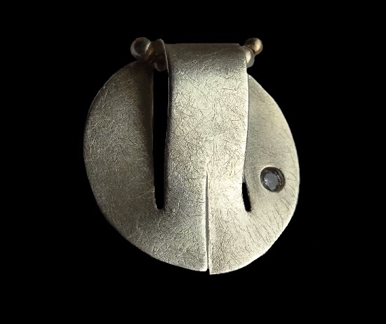Round shaped pendant in the style of minimalism. 925 sterling silver, zirconium, 2.2 cm. 1970s