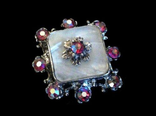 Silver tone lucite Aurora Borealis rhinestones vintage brooch. 3 cm 1950s
