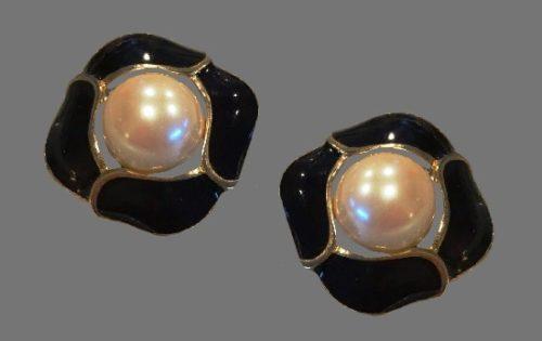 Vintage black enamel faux pearl gold clip on earrings