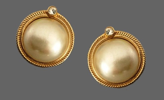 Vintage round shaped gold plated faux pearl earrings