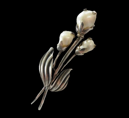 White flower brooch. 835 Sterling silver, pearl. 1950s