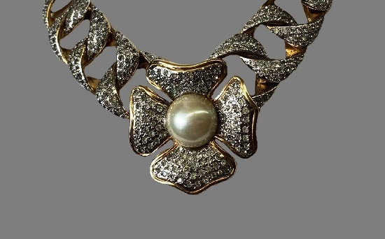 1980s flower necklace. Gold pave rhinestone faux pearl