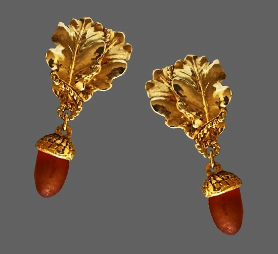Acorn and leaf dangle drop clip on earrings. Gold plated, resin. 1980s