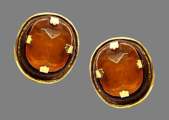 Amber gold tone bracelet and clip on earrings. Gold plated, resin, art glass
