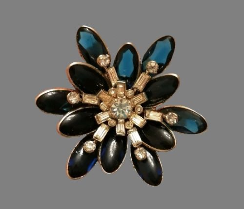 Flower brooch. Gold tone alloy, lucite, rhinestones. 5 cm. 1950s