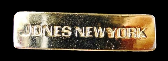 Brand's badge of gold tone. 1990