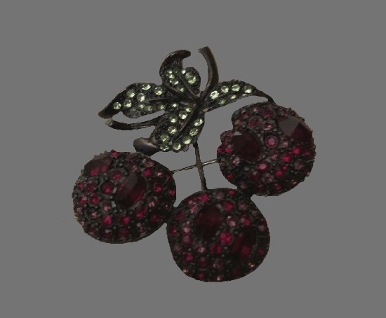 Cherry pin. Metal alloy, rhinestones