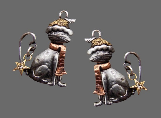 Christmas cat earrings. Silver and gold tone, rhinestones. 3.5 cm. 1990s