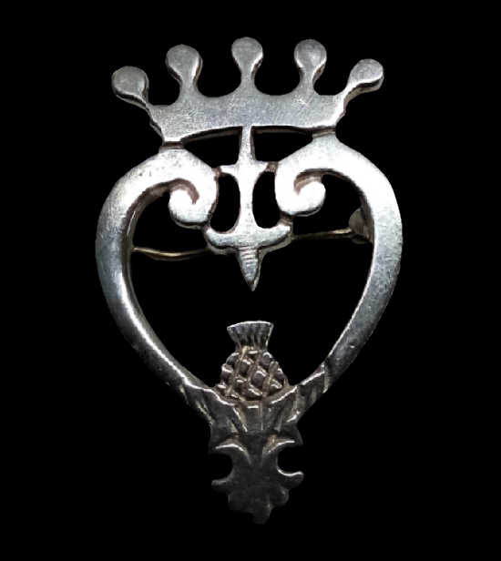 Crowned heart traditional Scottish luckenbooth brooch. Sterling silver. 4 cm. 1967
