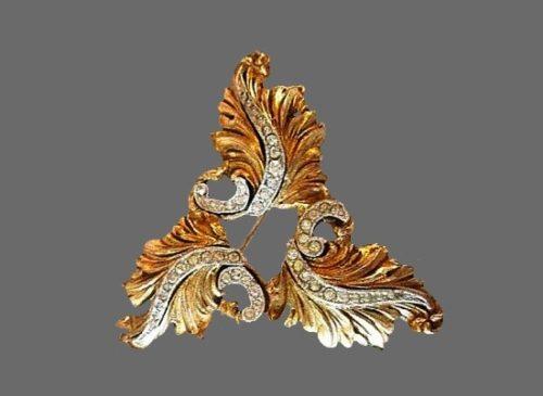 Curly leaf brooch of gold tone, clear rhinestones
