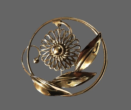 Daisy flower in a circle vintage brooch. Sterling silver