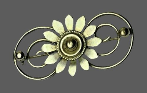 Daisy flower pin. Silver tone