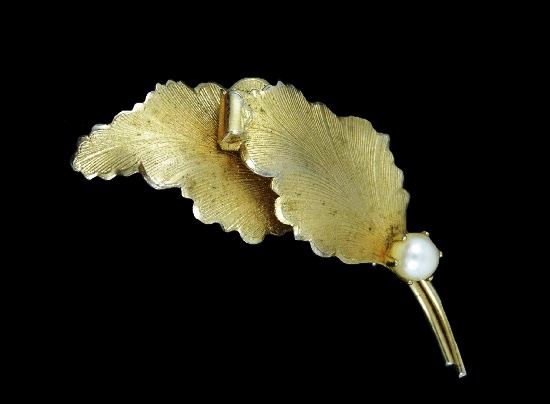Double leaf brooch. Metal alloy, 12 K gold plated. 1960s