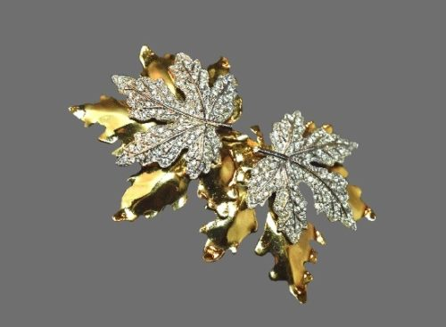 Double leaf gold tone clear rhinestones brooch
