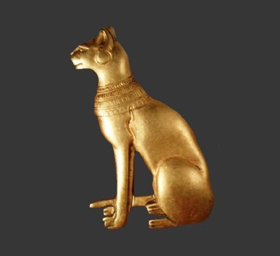 Egyptian cat matte gold tone brooch. 1991