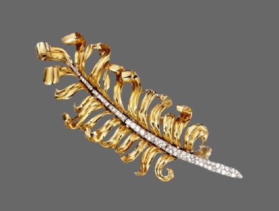 Feather brooch. 18 Karat Gold, Platinum and Diamond, Circa 1940