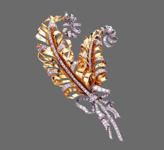 Feather plume brooch designed by Fulco di Verdura for Paul Flato. circa 1935. Gold, platinum, diamonds