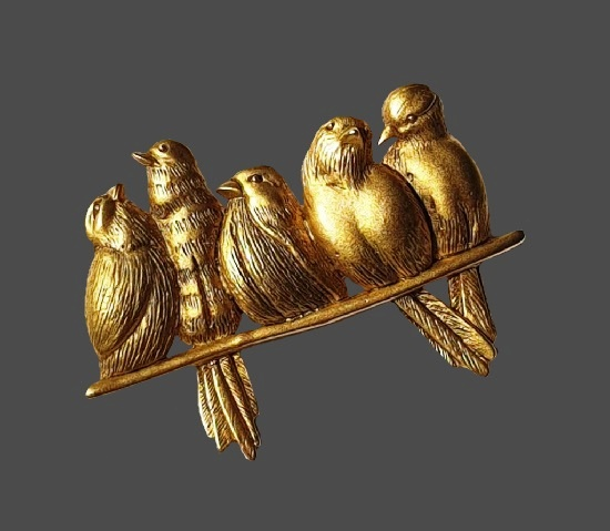 Five birds on the branch brooch. Matte gold tone textured metal alloy. 4.8 cm. 1980s