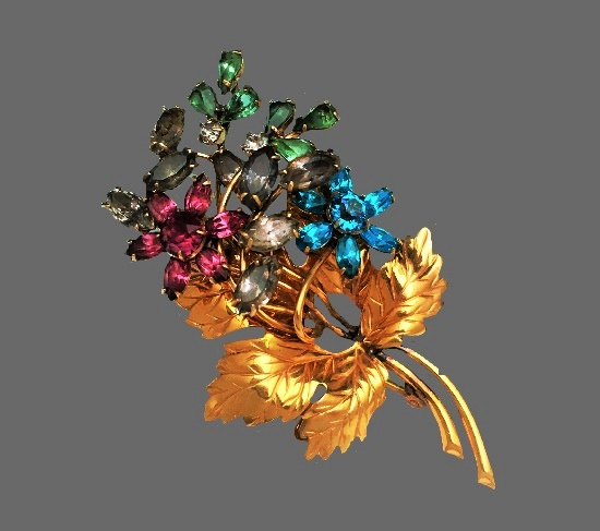 Flower bouquet brooch. Gold plated metal alloy, rhinestones. 1940s
