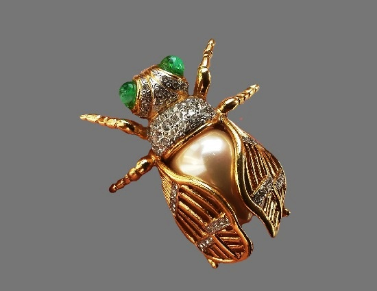 Fly vintage brooch. Gold plated metal alloy, art glass, rhinestones, faux pearls. 5 cm. 1980s
