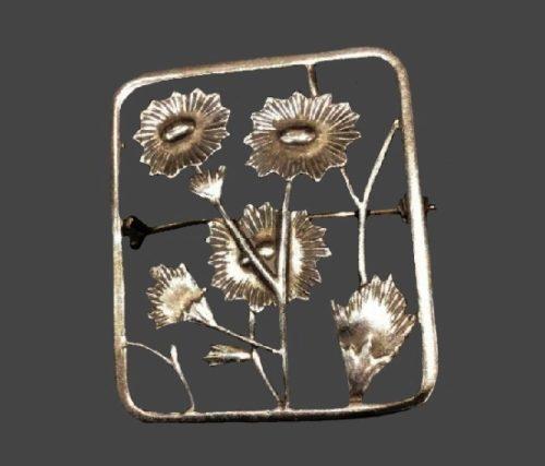 Garden flowers inside rectangular frame sterling silver brooch. 4.3 cm. 1960s